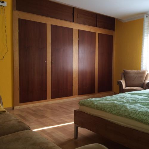 Wandschrank Elternschlafzimmer